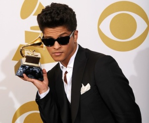Bruno Mars. Amazing singing voice!