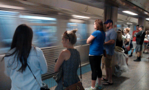 My train arrives. Here is what an underground station looks like. Notice all the people in blue shirts. Everyone was going to the Cubs game. Its some sort of sports team or another. I do not follow sports at all.